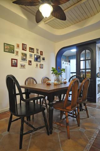 120㎡地中海三居室装修餐厅背景墙图片