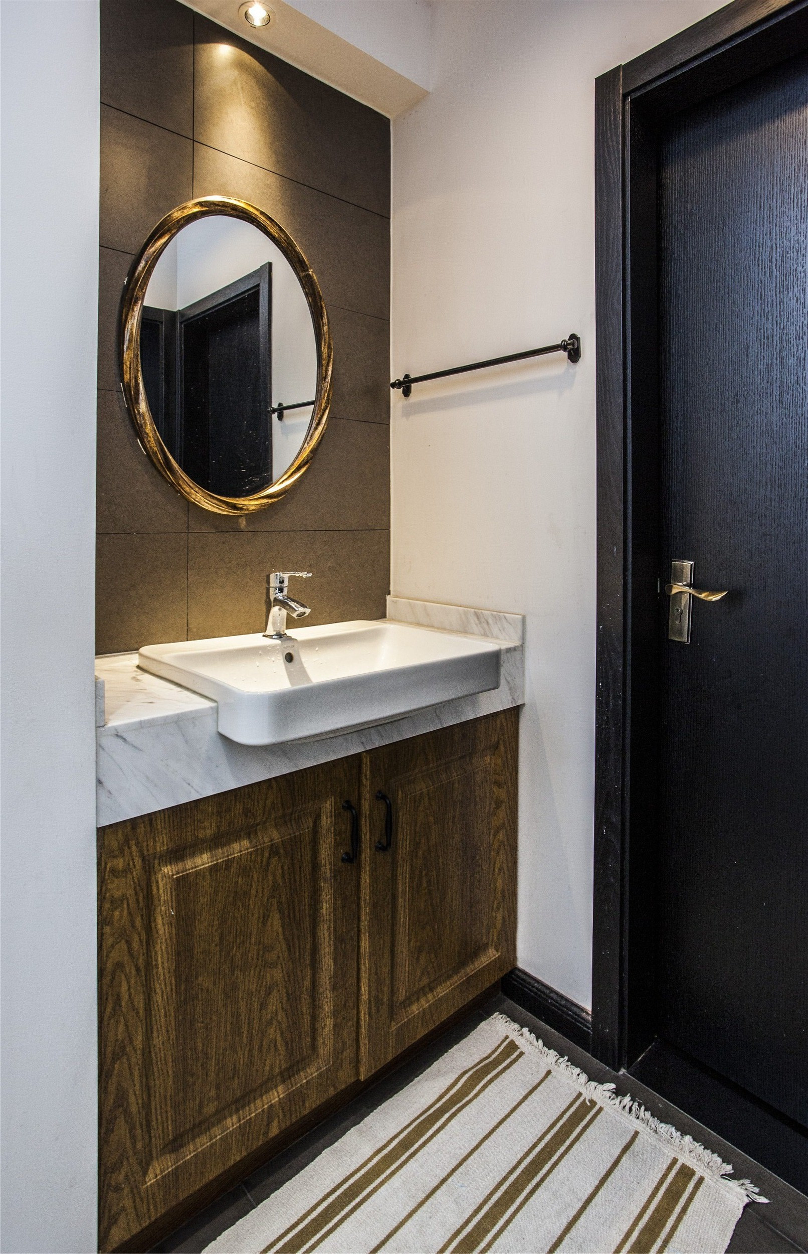 120平混搭装修浴室柜图片
