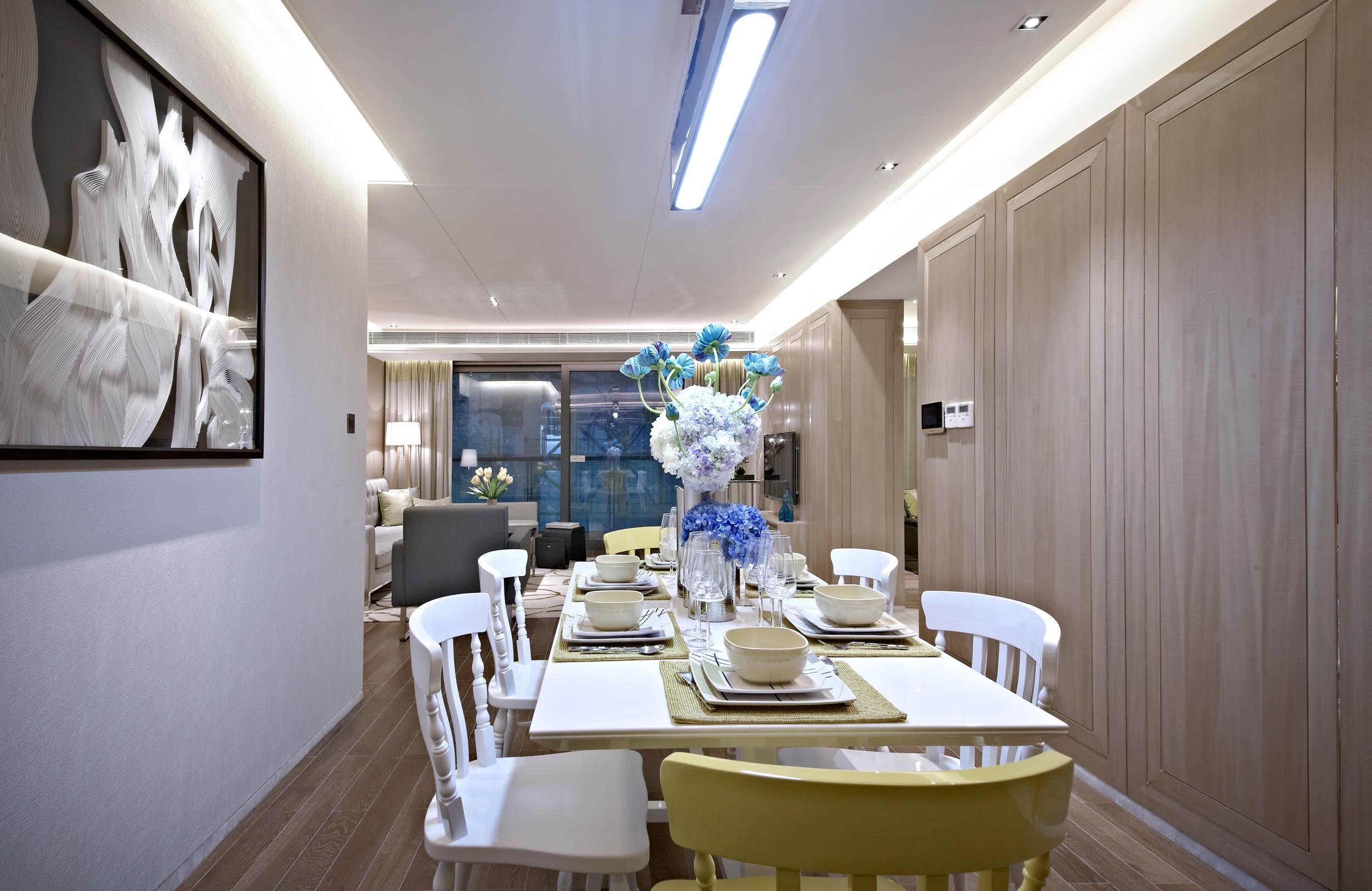 意式风格四居装修餐厅效果图