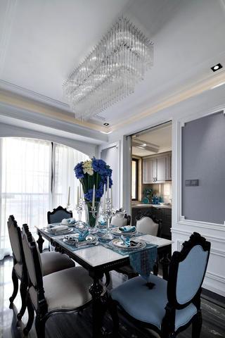 新古典四居装修餐桌摆件