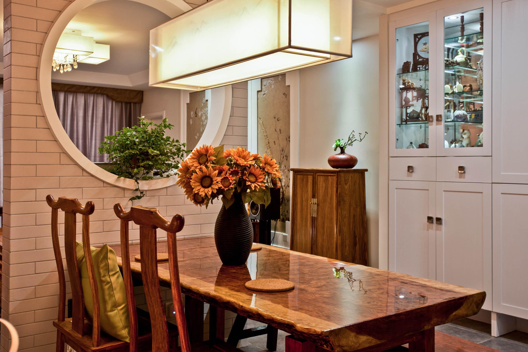 新中式四居装修吊灯图片