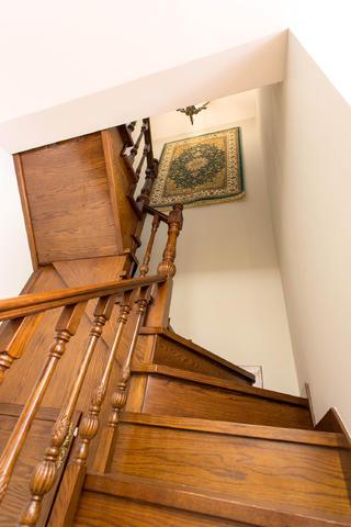美式混搭别墅装修楼梯间图片