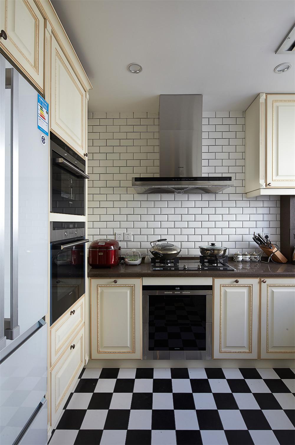 140平美式风格装修厨房搭配图