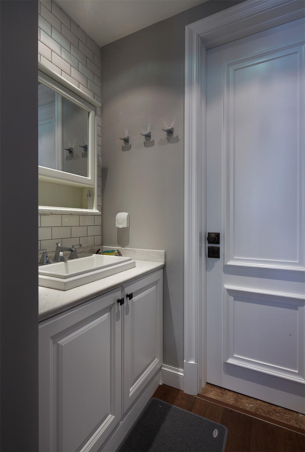 140平美式风格装修浴室柜图片