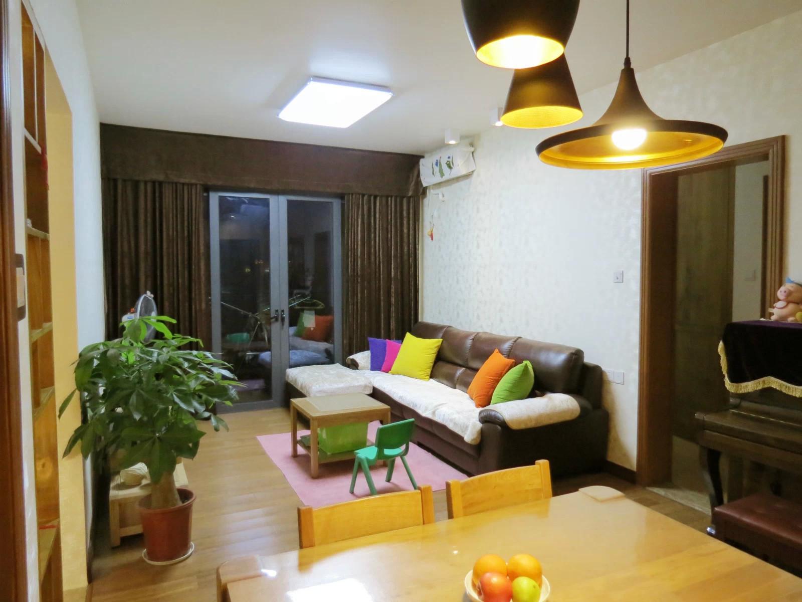 76平简约风格三居装修沙发背景墙图片