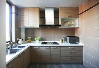 现代简约四居装修厨房参考图