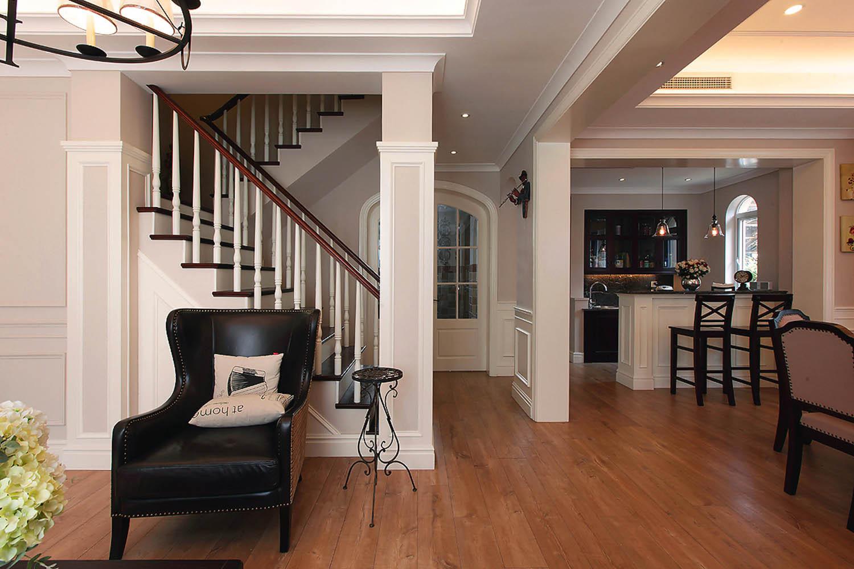美式别墅装修楼梯设计
