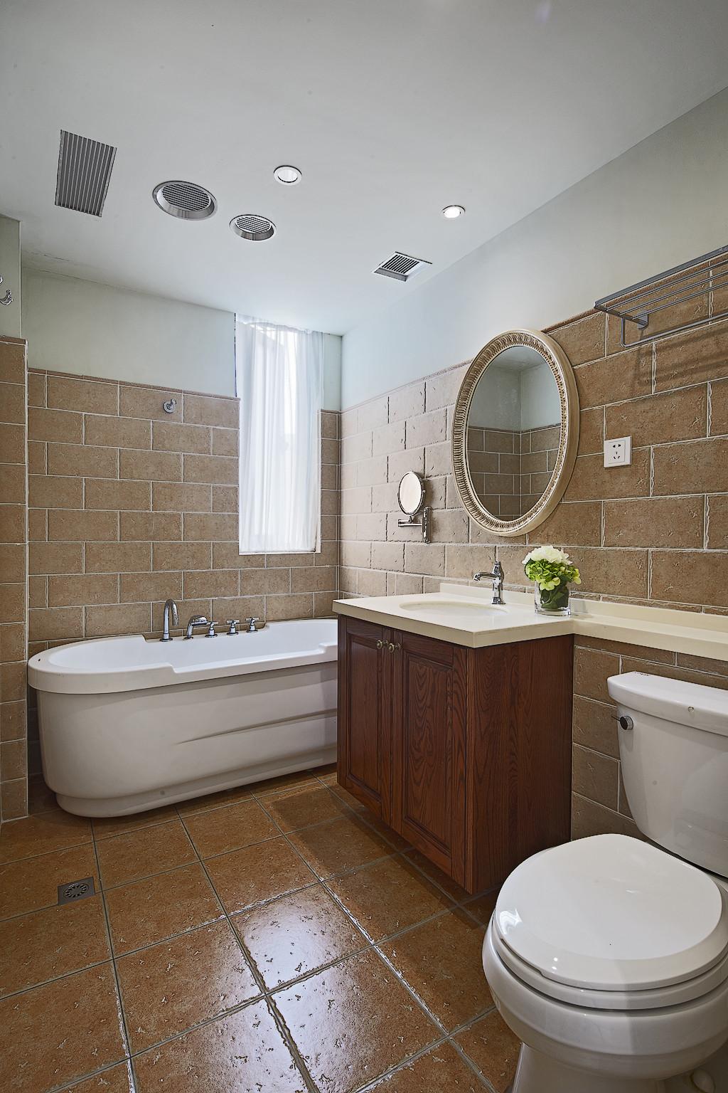简约美式四居室卫生间装潢图