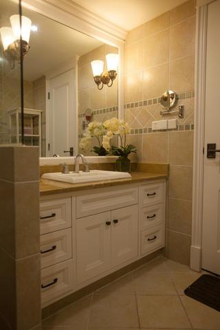 美式乡村三居室装修浴室柜图片