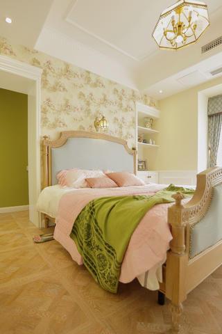 135㎡法式浪漫三居装修卧室背景墙图片