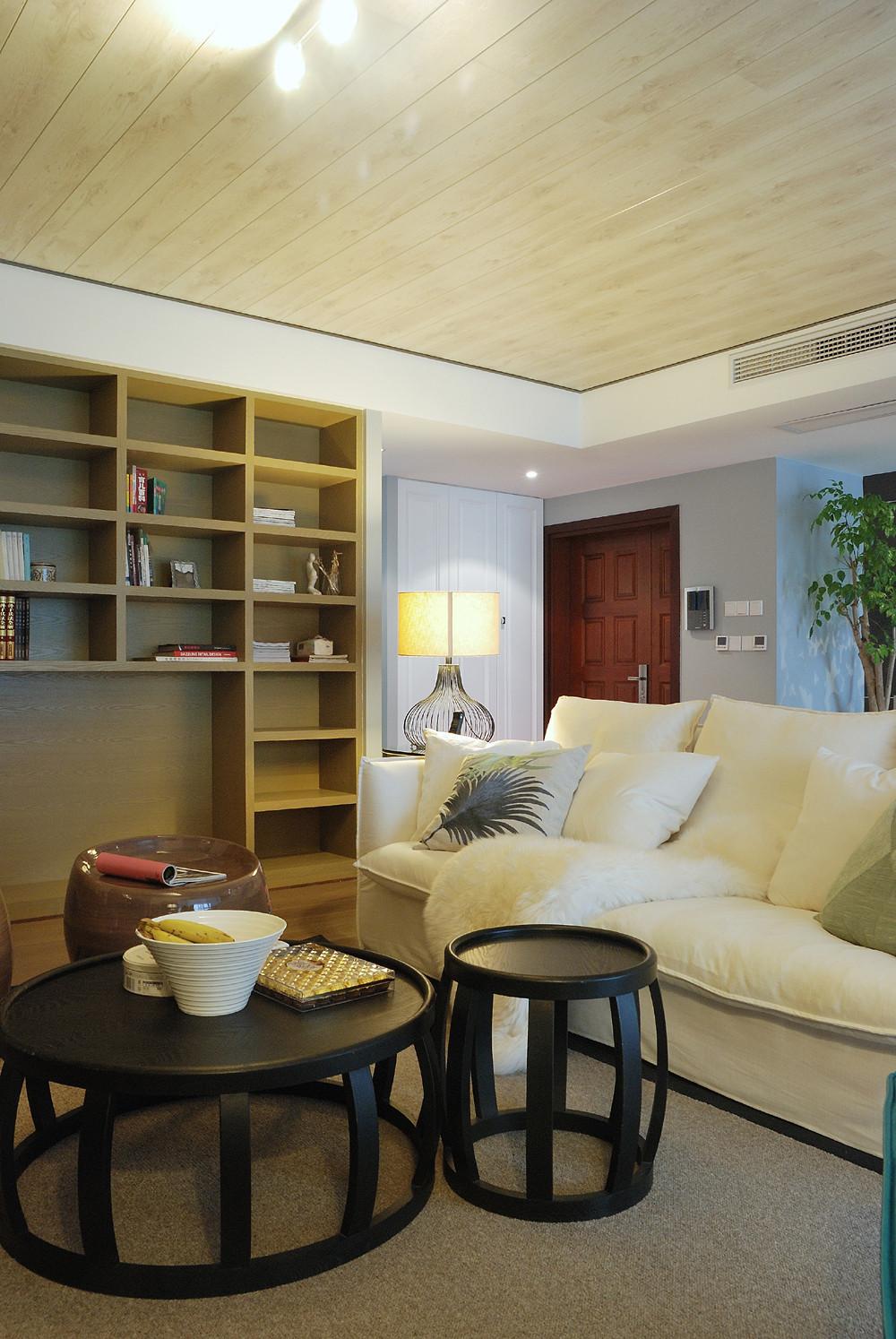 110平三居室装修沙发图片