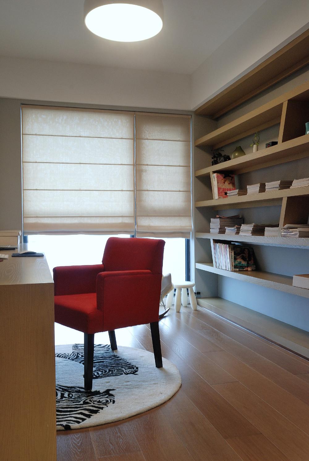 110平三居室装修书架图片
