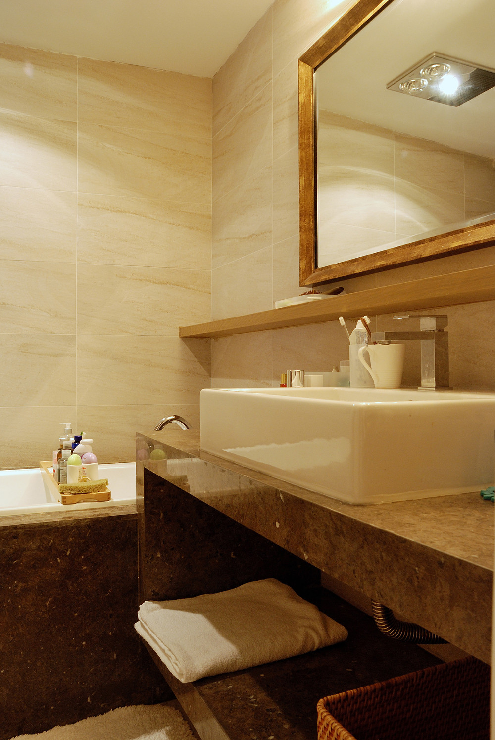 110平三居室装修卫生间实景图