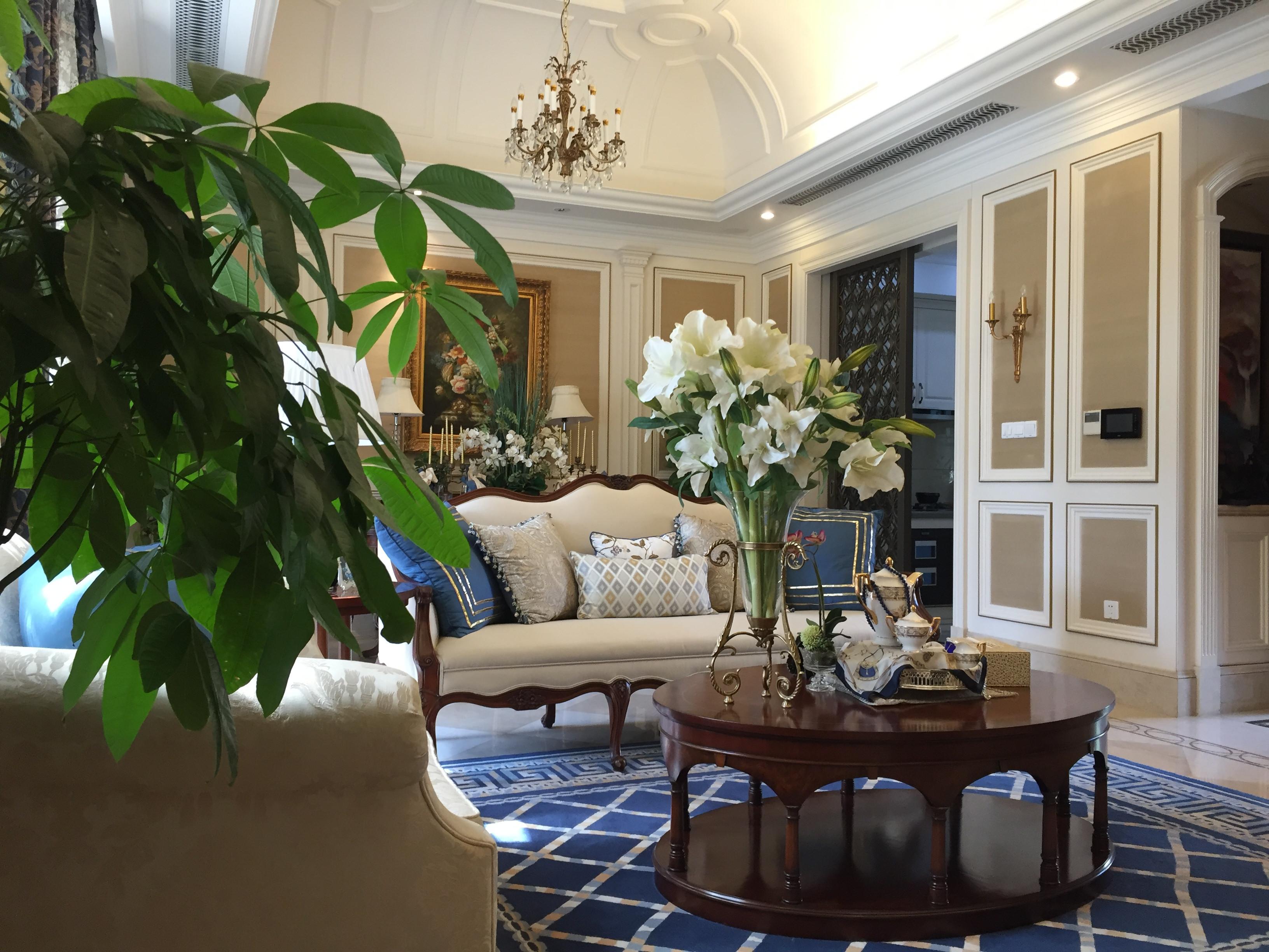 风情美式别墅设计茶几摆件