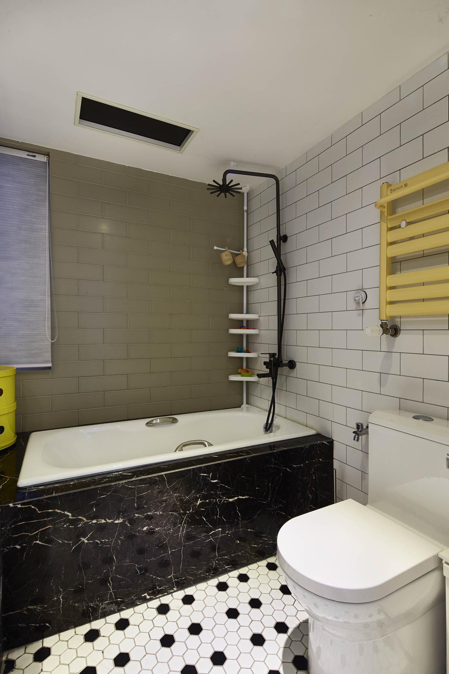 90平北欧风装修浴缸图片