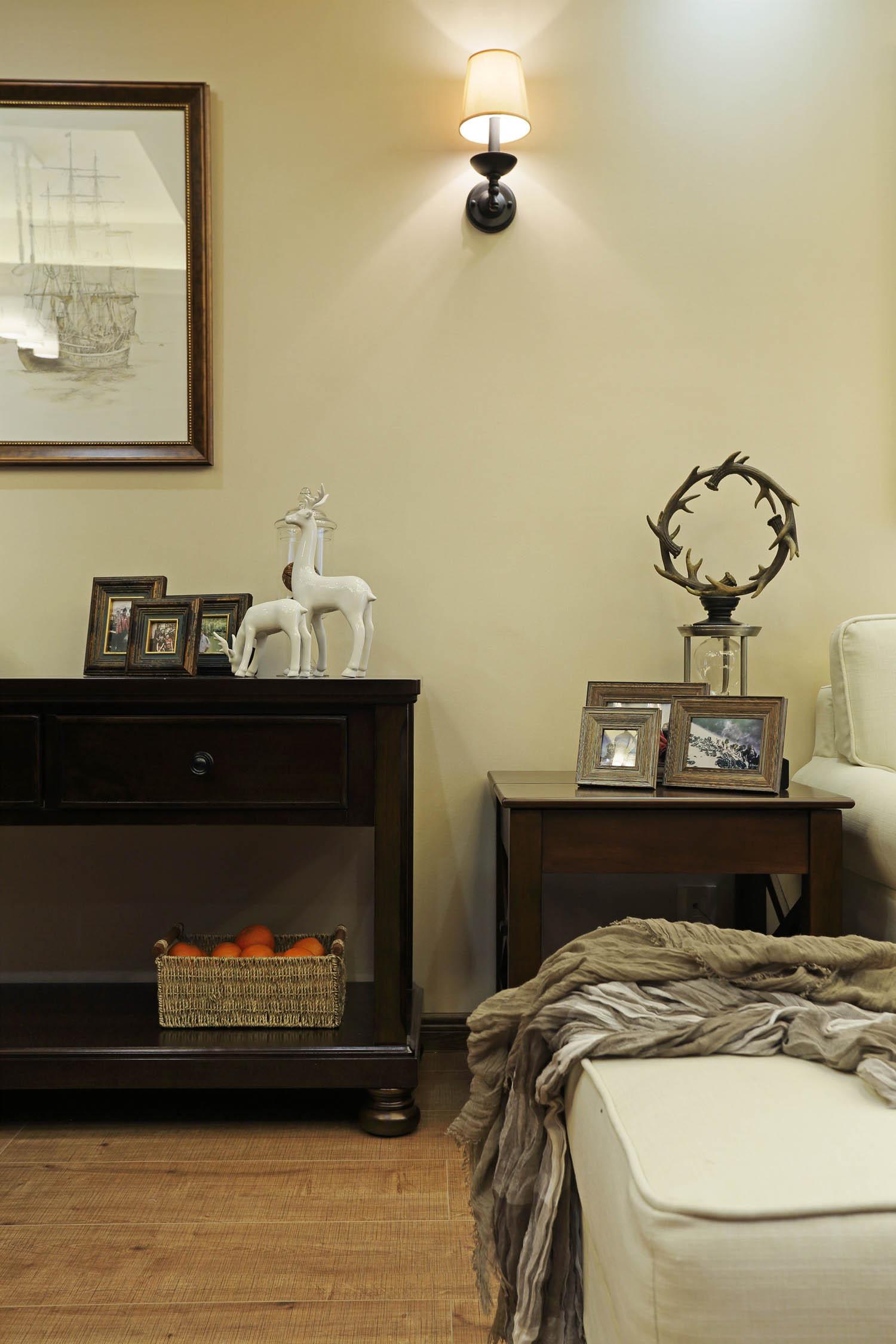 80㎡美式风格二居室装修边柜摆件