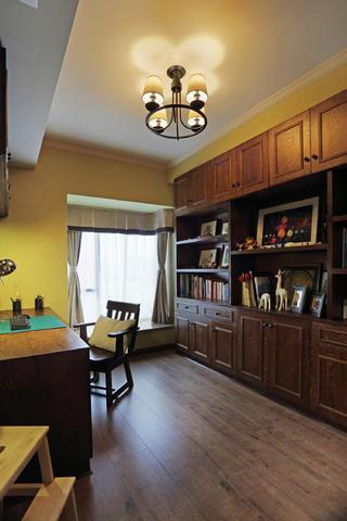80㎡美式风格二居室装修书房布置图