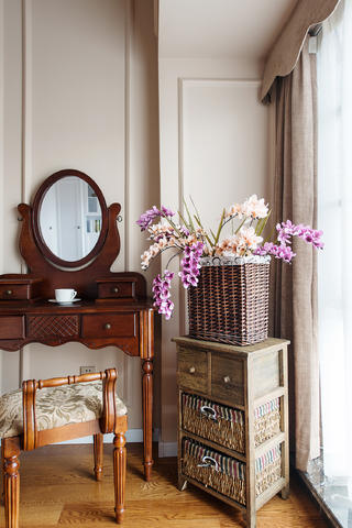 美式风情三居之家卧室一角