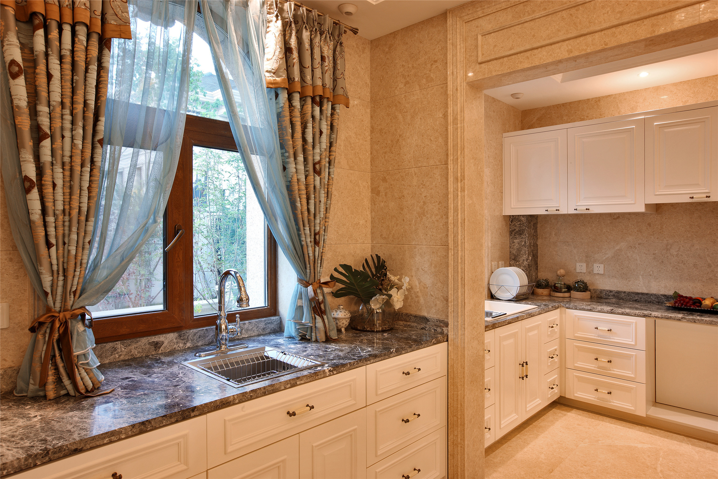 奢华别墅样板房装修厨房设计图