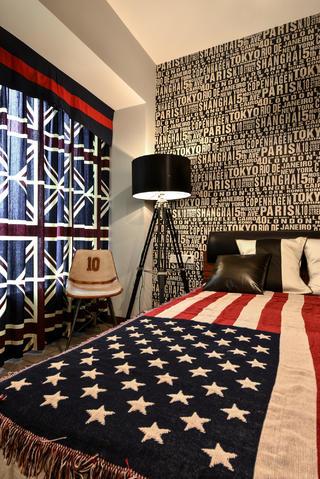 70平二居装修卧室搭配图