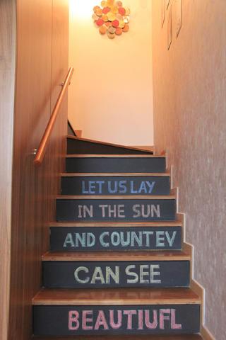 北欧风公寓装修楼梯图片