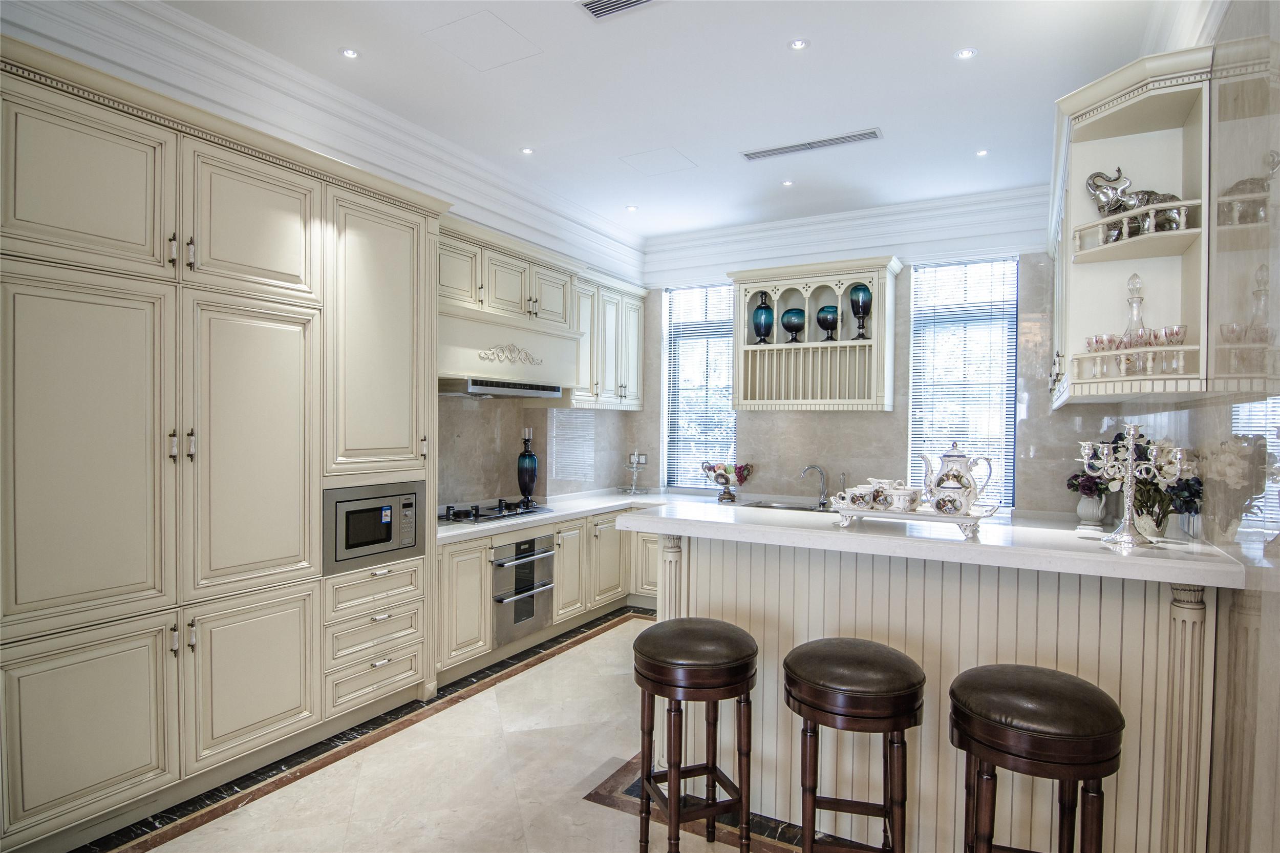 欧式精致奢华别墅装修厨房设计图