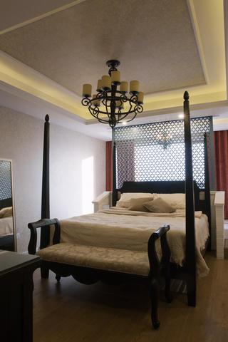 新古典美式混搭三居装修卧室设计图