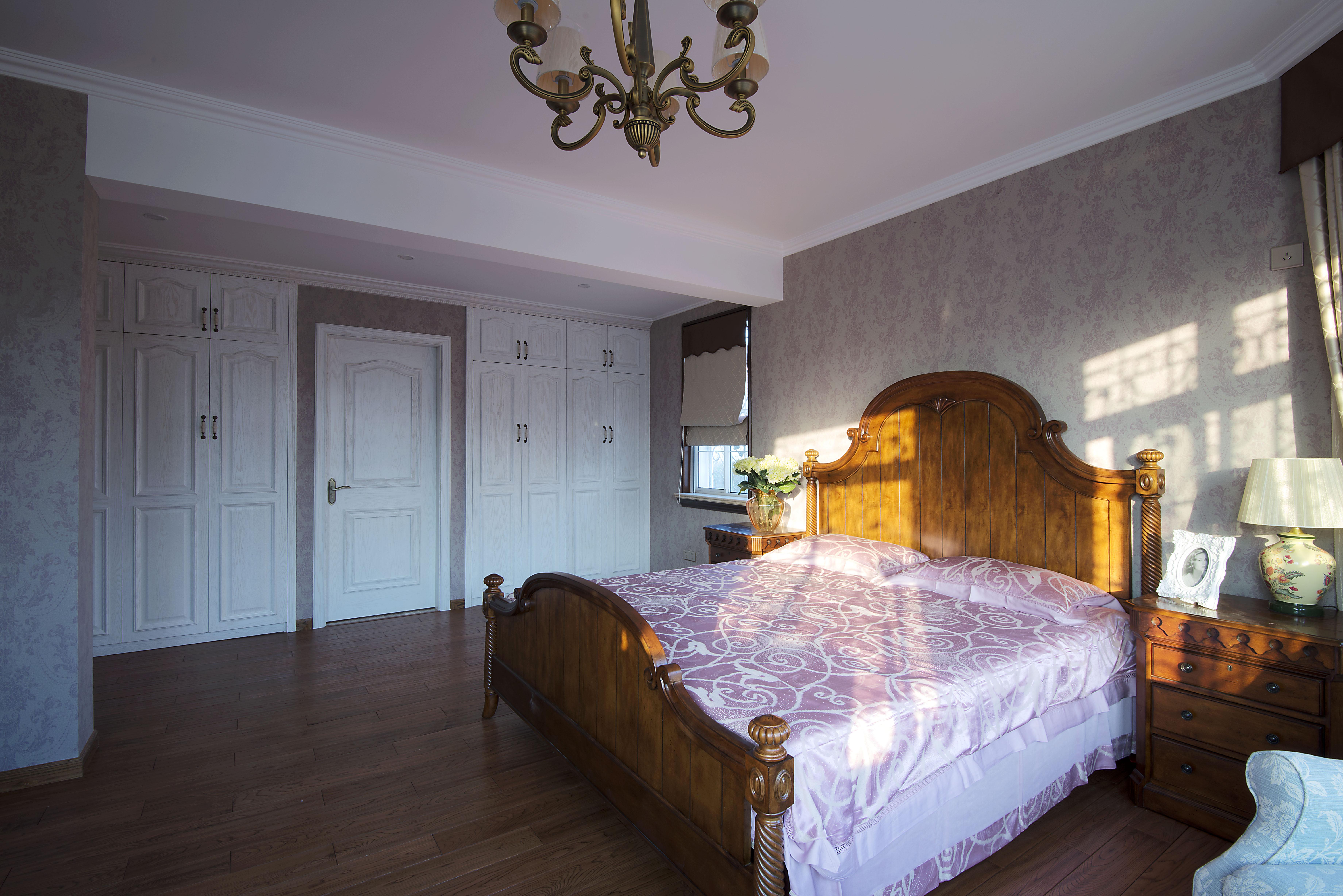美式风格别墅设计卧室搭配图