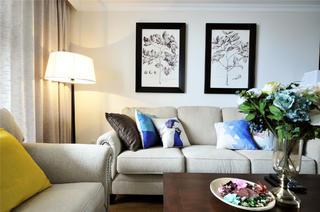 休闲美式三居客厅布置图