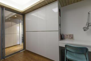 70㎡现代简约二居装修衣柜图片