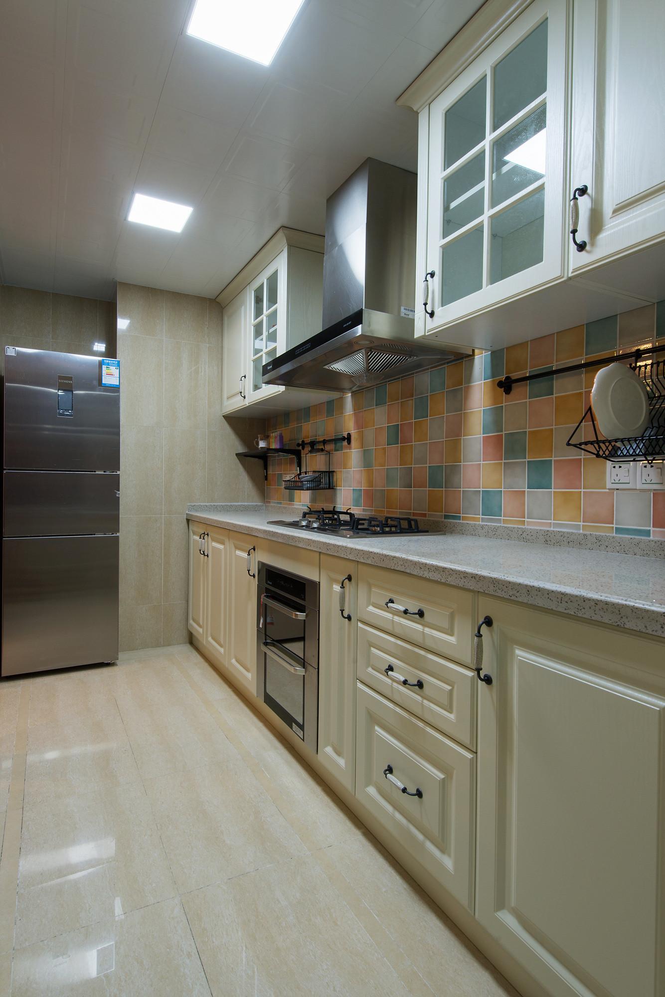 120㎡美式三居室装修橱柜图片