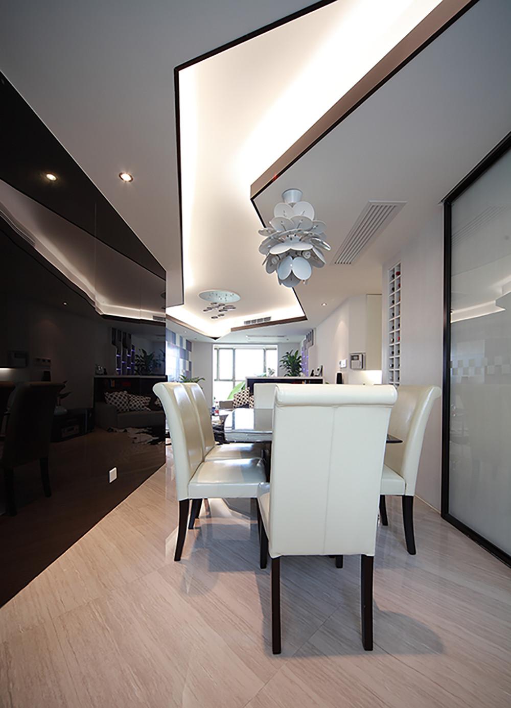 现代风格三居之家餐厅吊顶