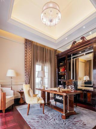 欧式古典奢华别墅装修书房设计图