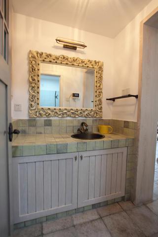 140㎡简约复式装修浴室柜图片