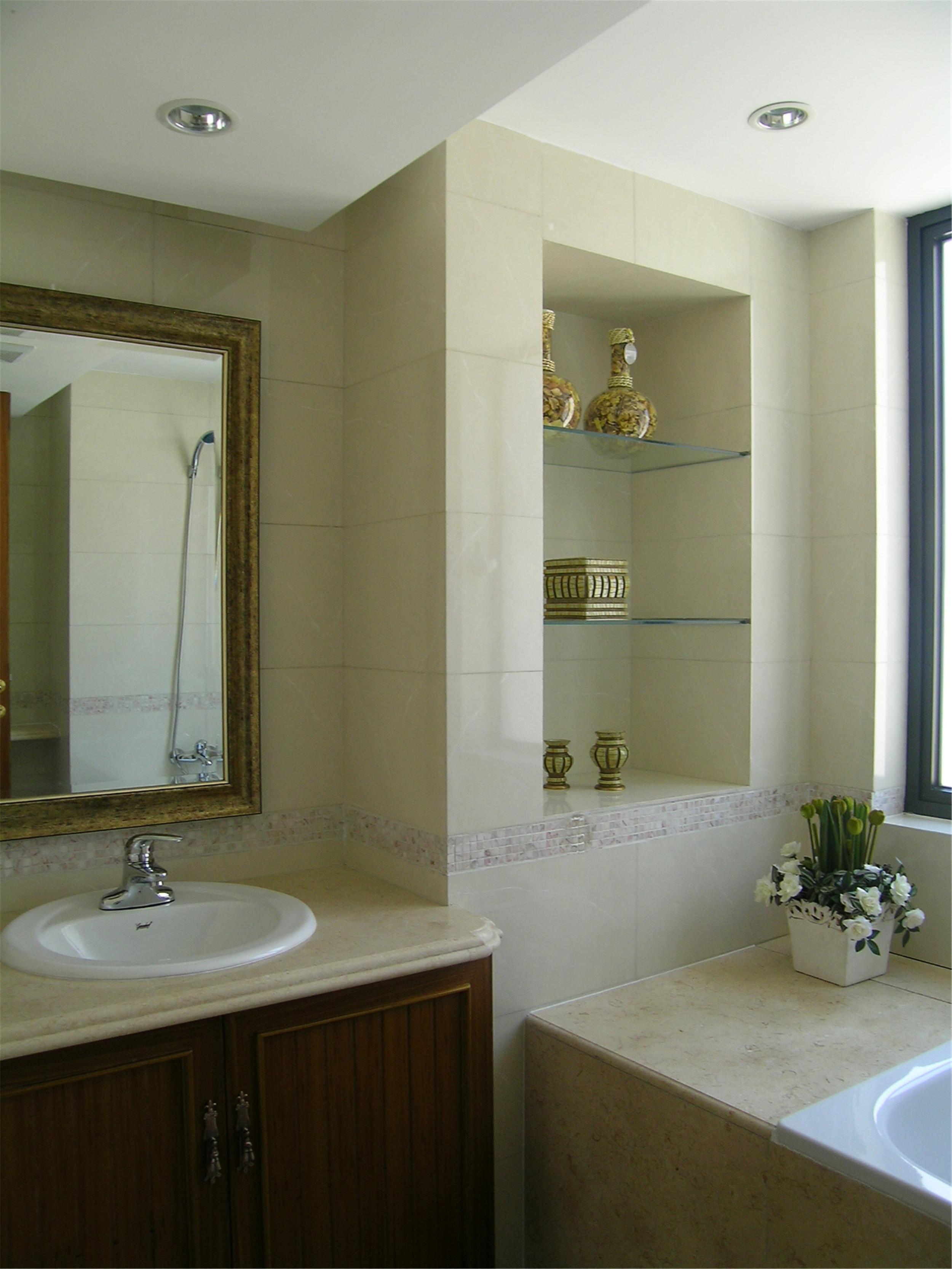 100平欧美风两居装修卫生间装潢图