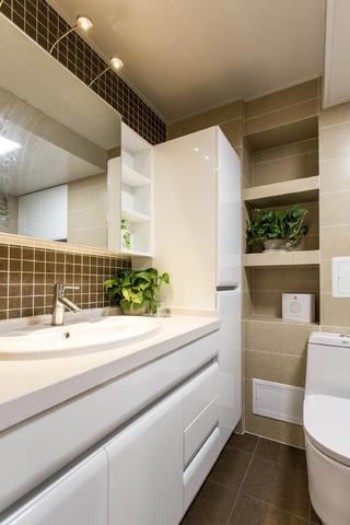 北欧混搭三居室装修浴室柜图片