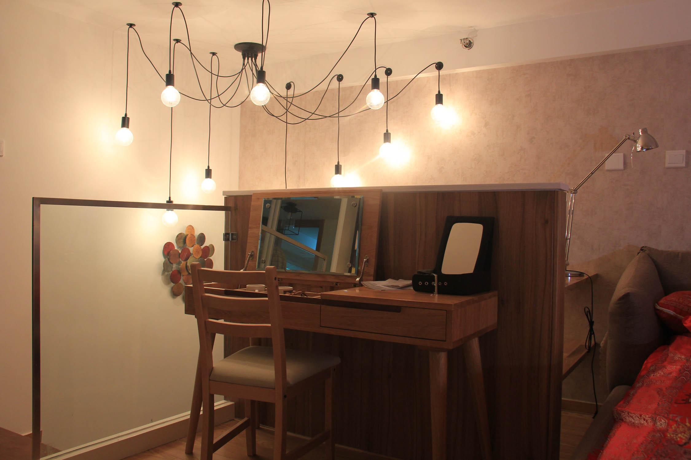 北欧风公寓装修梳妆台图片