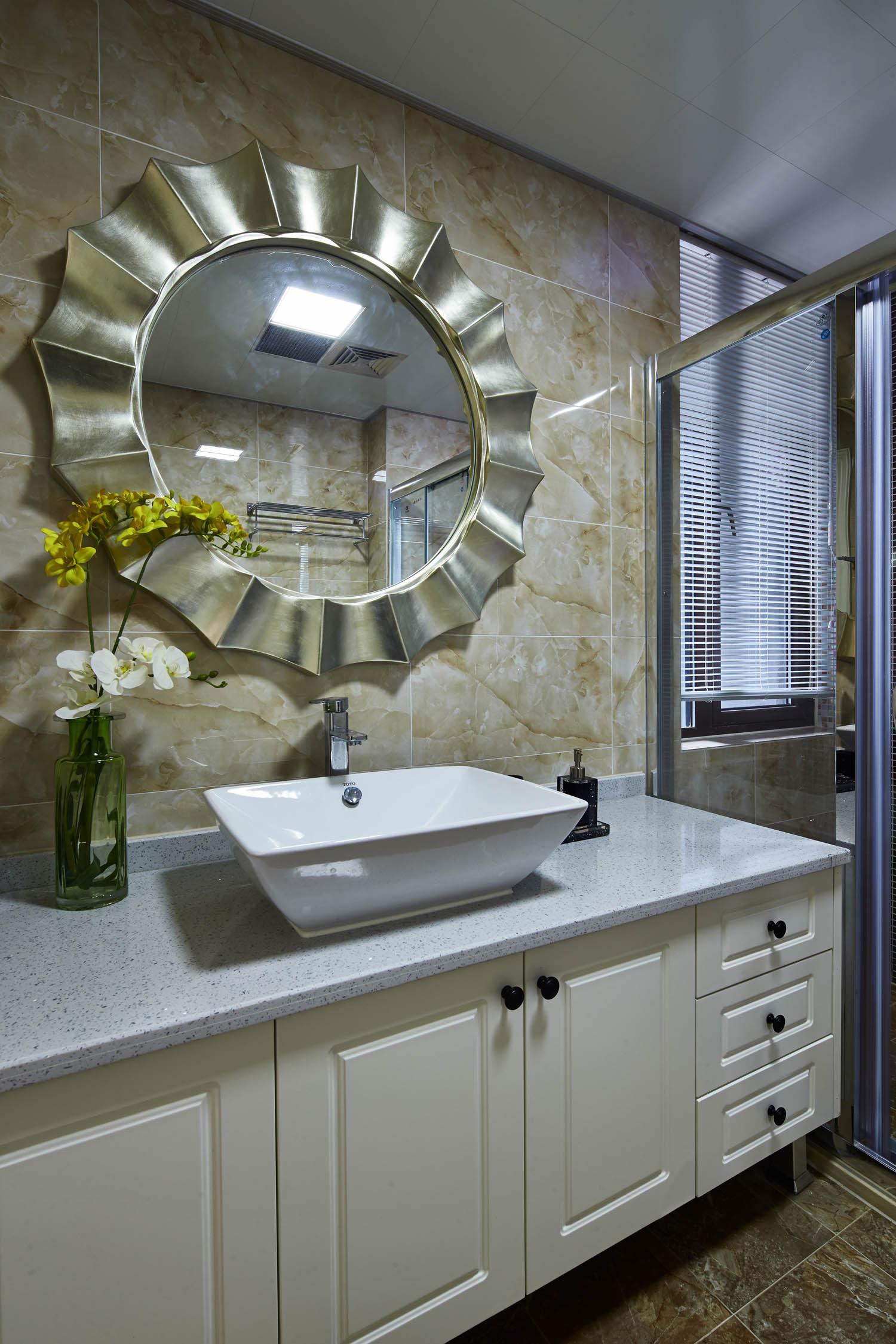 美式混搭装修浴室柜图片