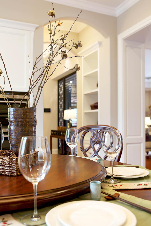 中西混搭别墅设计餐厅小景
