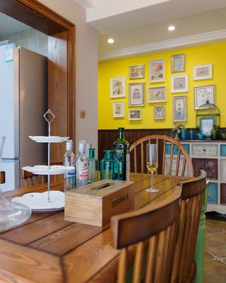118㎡美式装修餐桌椅图片