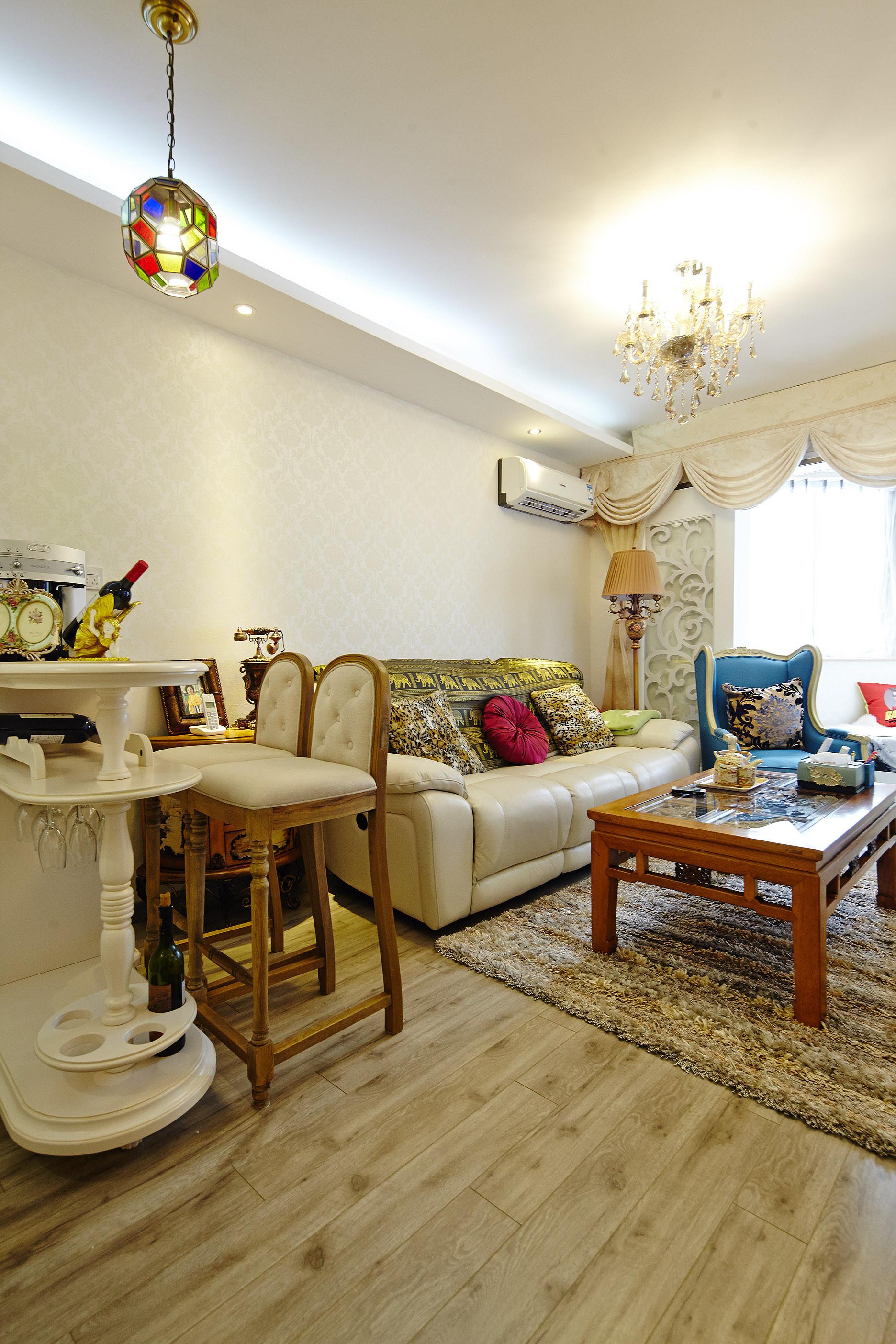 小户型简欧装修沙发背景墙图片