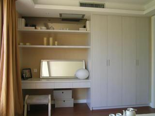 100平现代简约二居装修衣柜图片