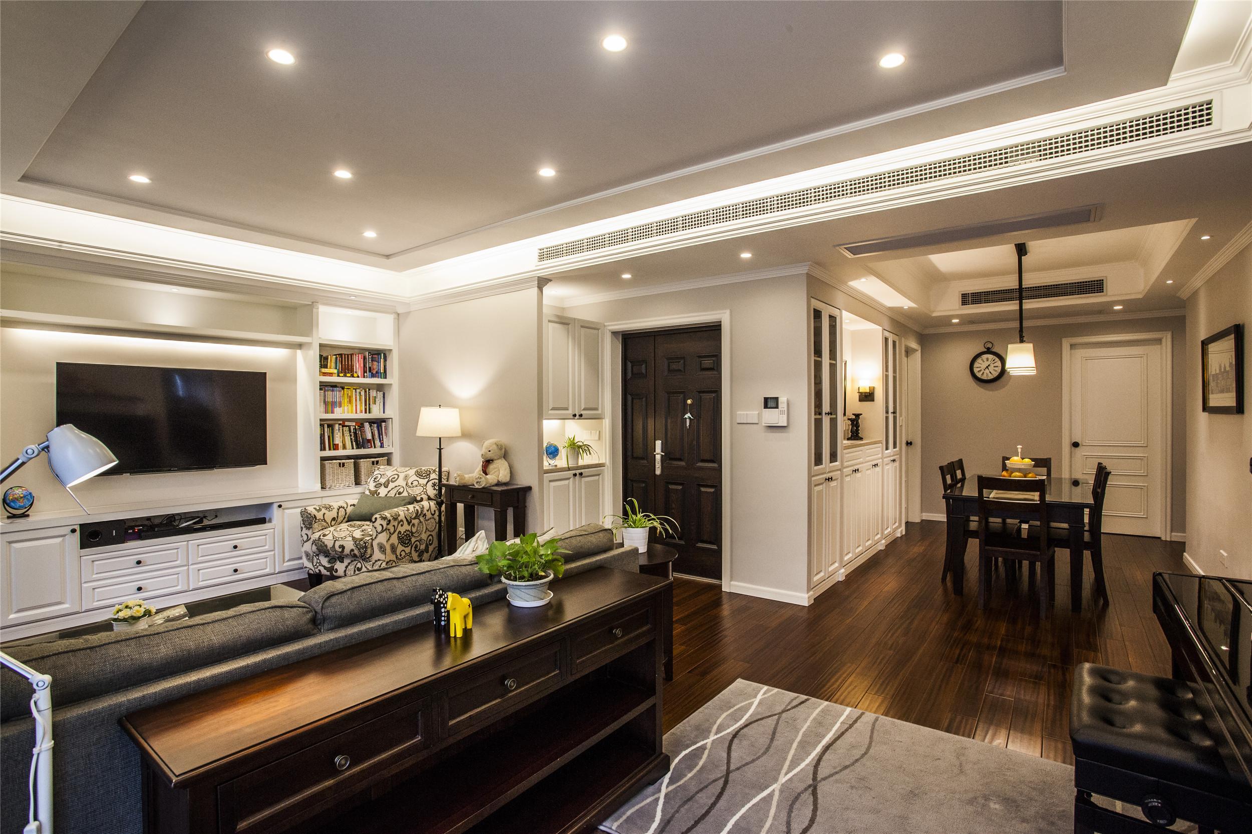175平美式风格装修客厅吊顶