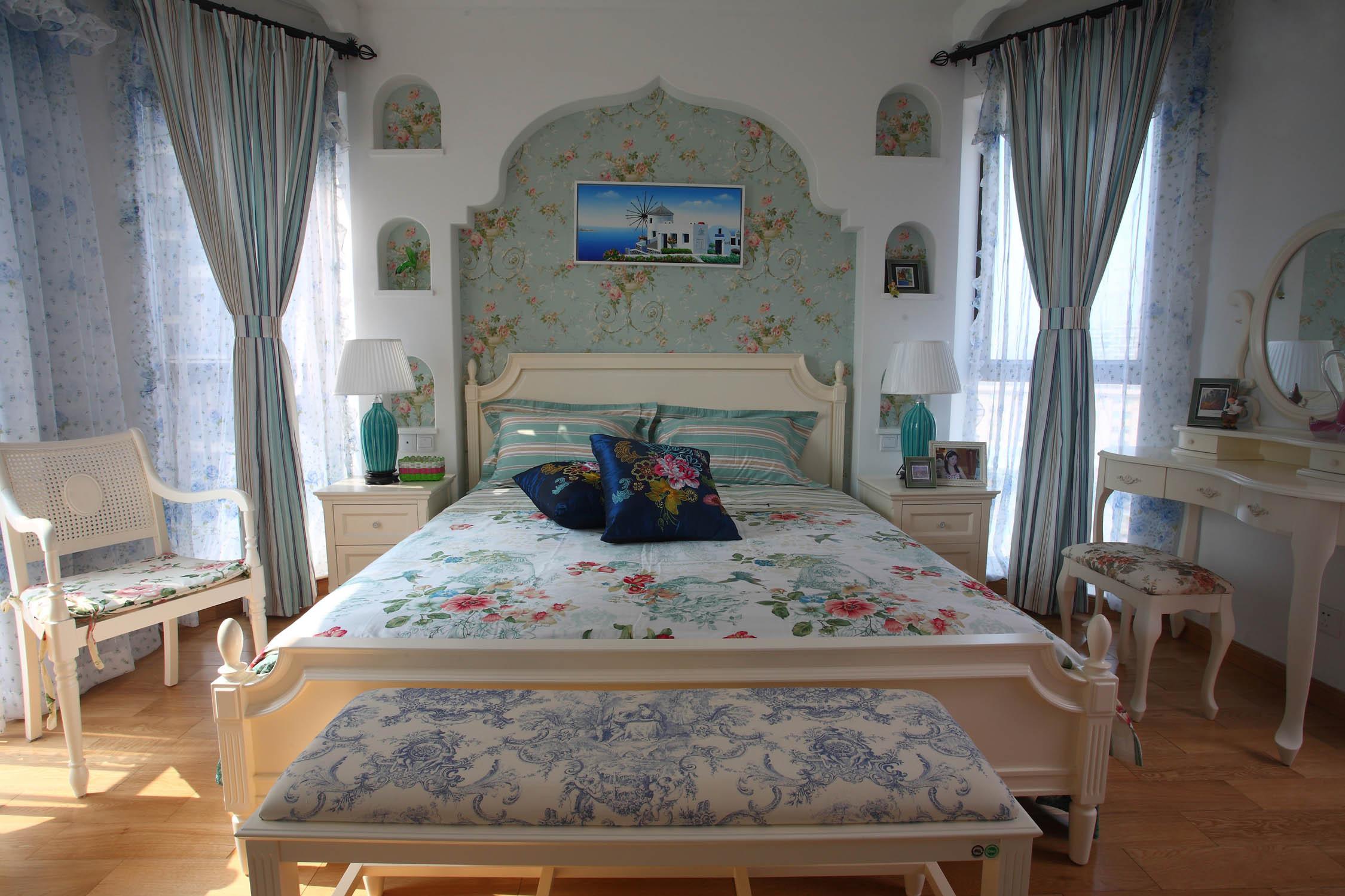 地中海三居之家卧室设计图