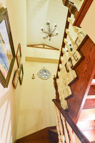 田园别墅装修楼梯间设计