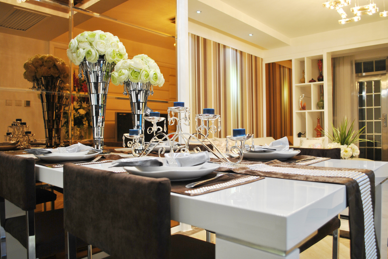 小户型现代简约装修餐桌摆件