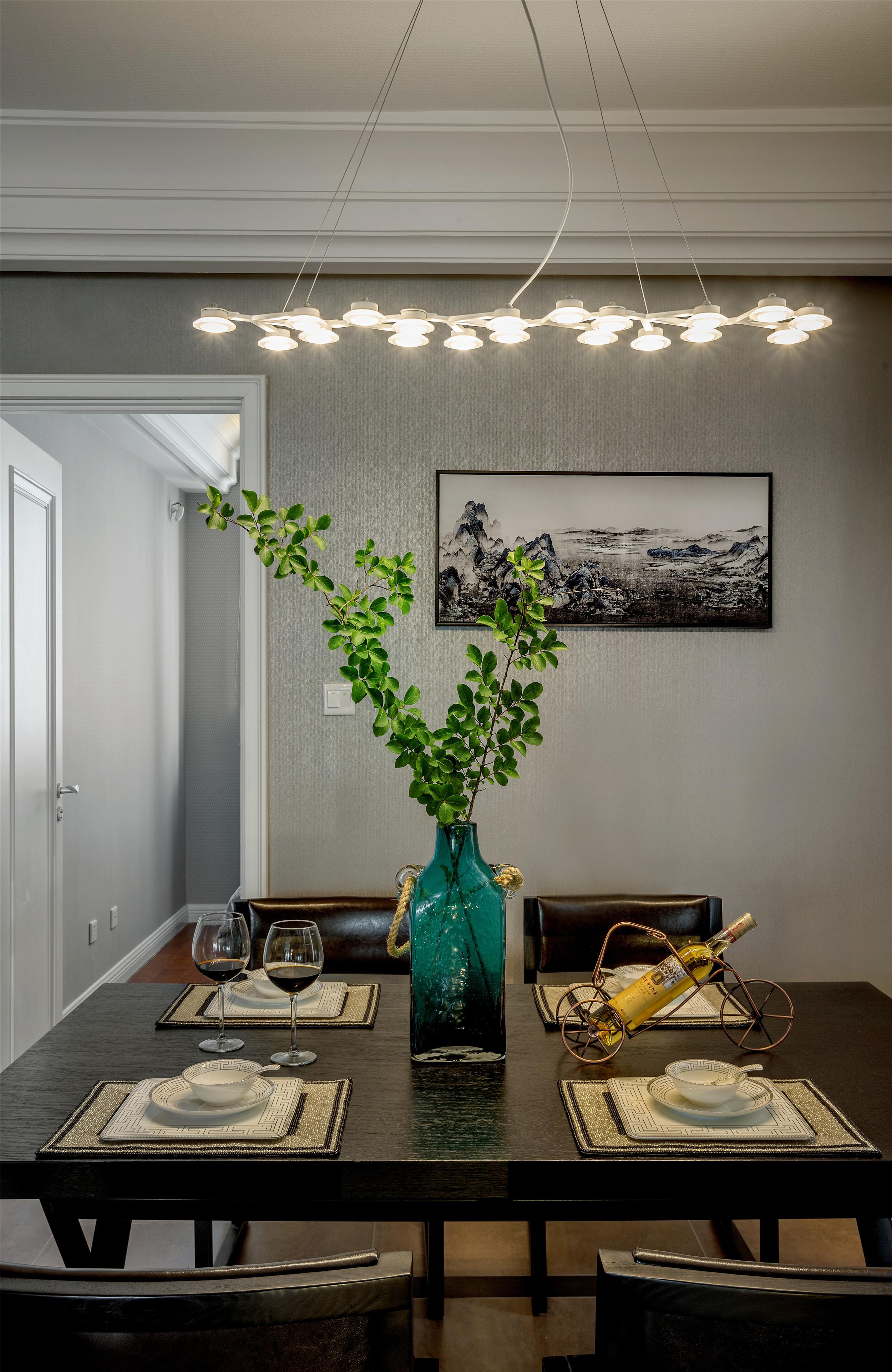 220平现代风格家装修餐厅搭配图