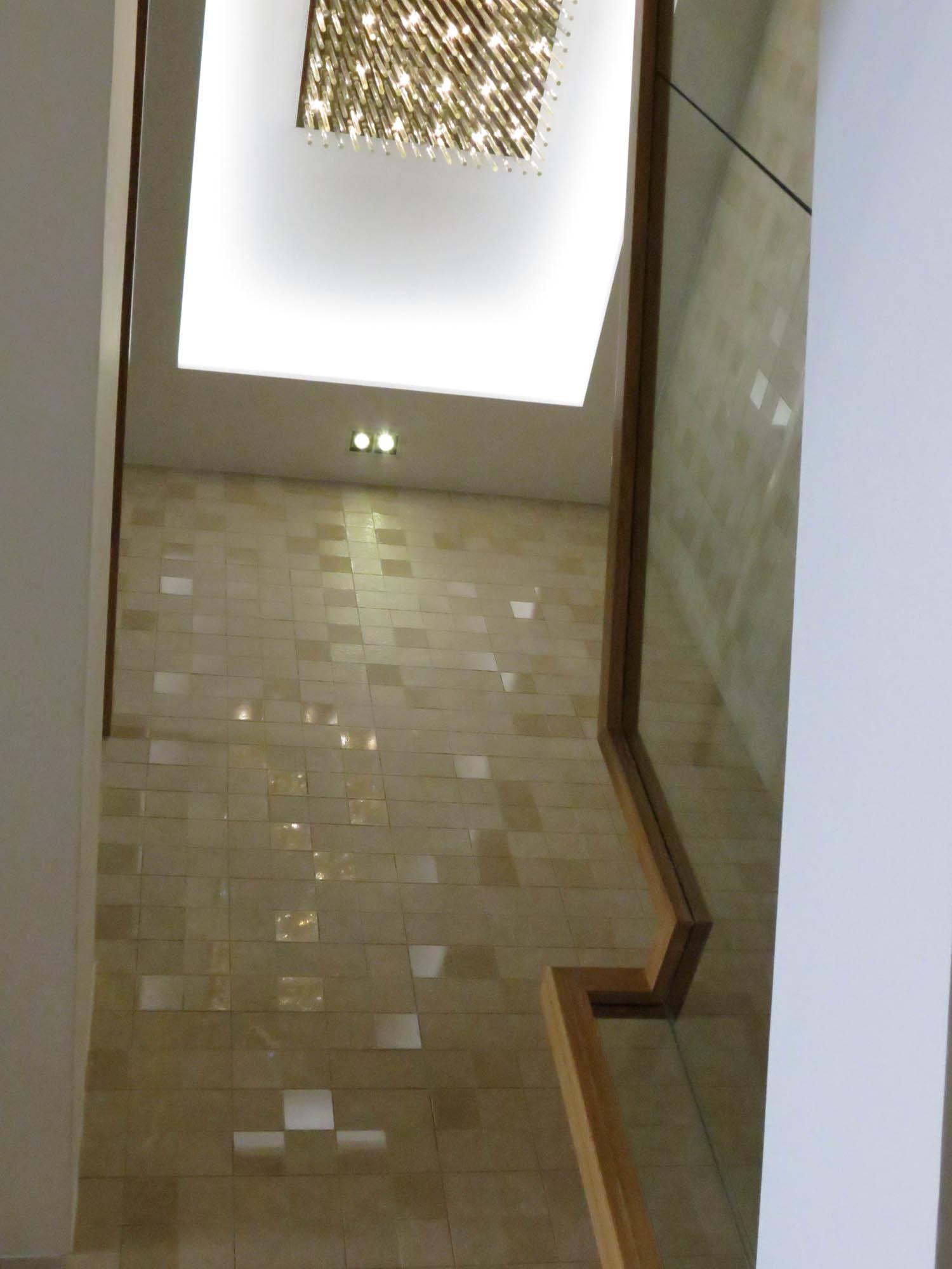 现代简约复式装修楼梯间吊顶