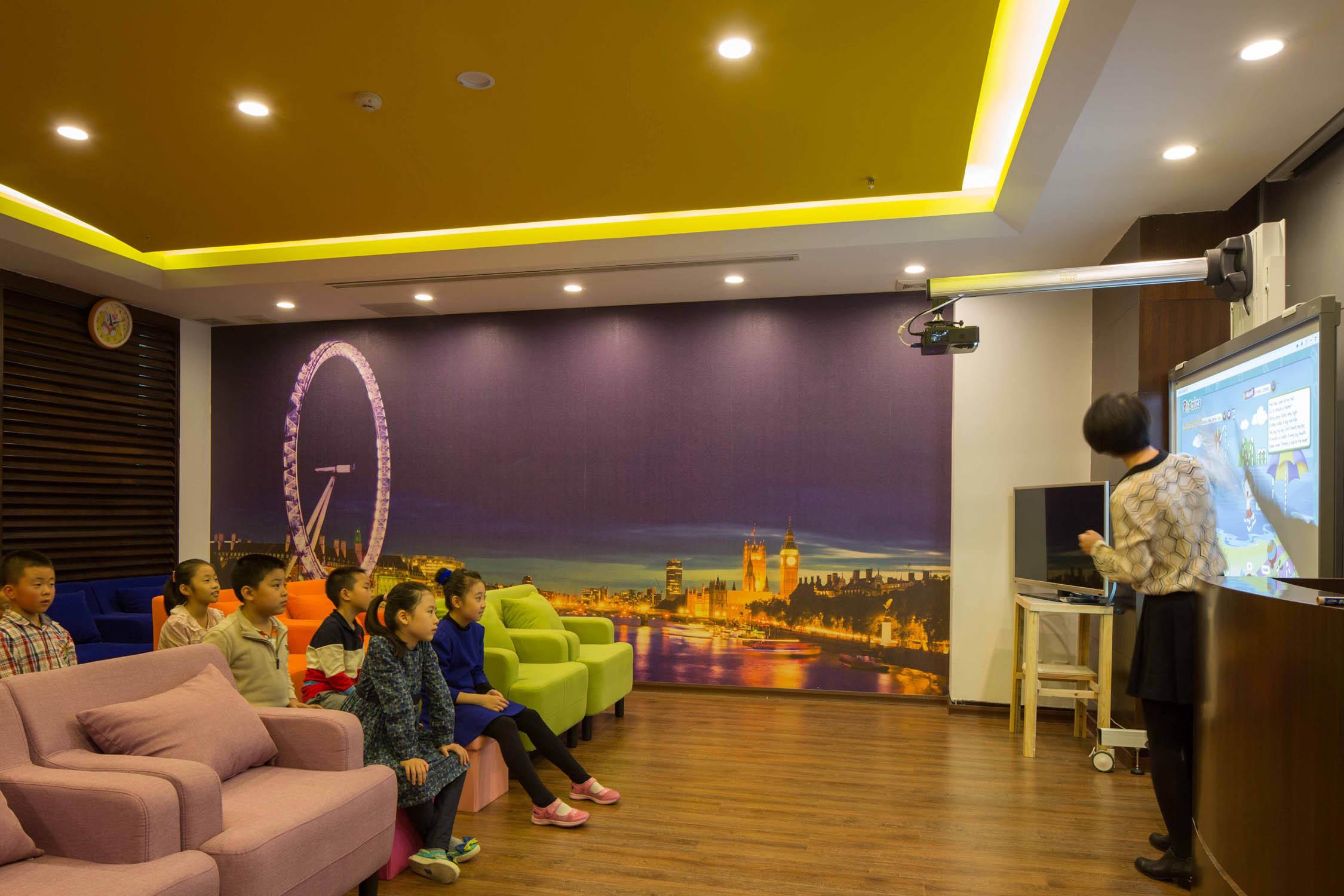 现代多元化幼儿园装修影音室