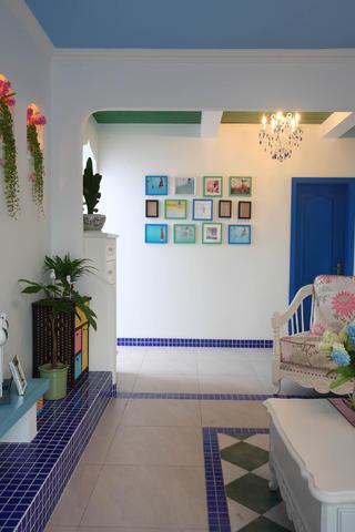 地中海三居之家过道照片墙布置